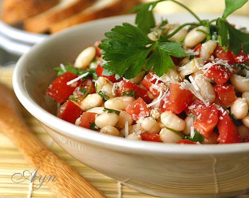 Салат из белой отварной фасоли